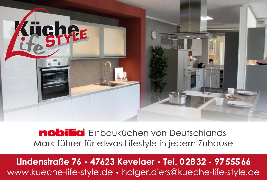 weiße küche mit grauer arbeitsplatte und fliesenspiegel   küche ...
