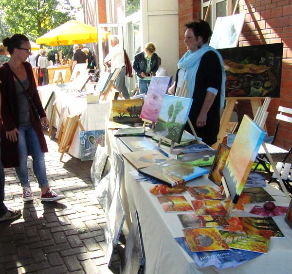 Malerei, Stein- und Holzarbeiten und eine große Auktion: Deutsch-Niederländisches Künstlerdorf   begeistert zum 18. Mal in Kevelaer