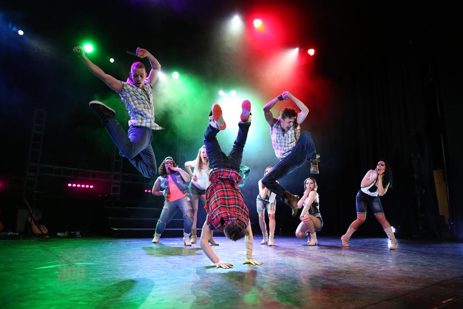 """Eiszirkus und Tanz-Musical im Konzert- und Bühnenhaus:  Mit """"Footloose"""" und """"Moscow circus on ice"""" auf dem Gabentisch """"punkten"""""""