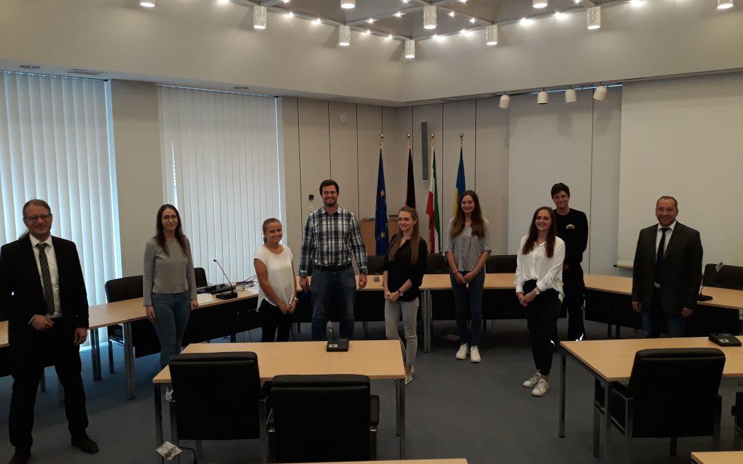 Prüfung bestanden: Fünf Absolventinnen und zwei Absolventen der Stadtverwaltung Kevelaer