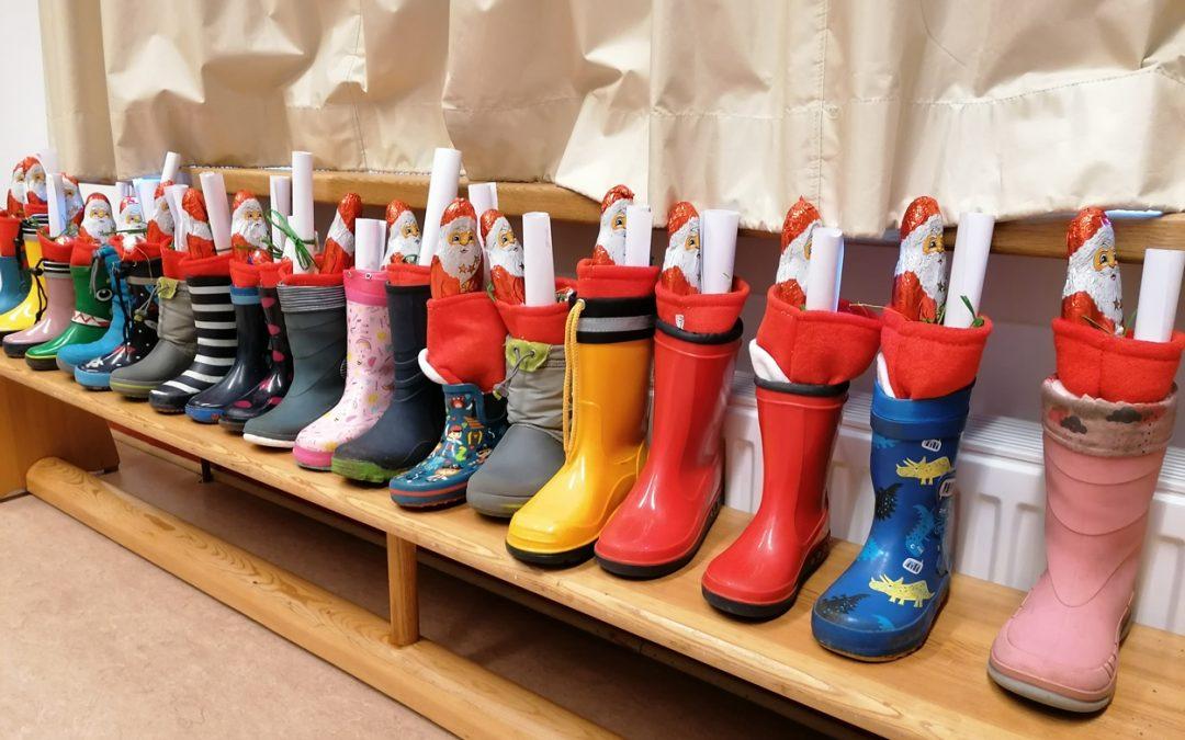 -Vorweihnachtliche Stiefelputzaktion in der Kita Marienkäfer in Schravelen-